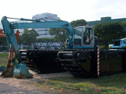 desilting-of-kallang-river-amphibious-excavator-thumbnail