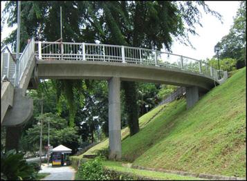 pedestrain-overhead-bridgedayfort-canning-park